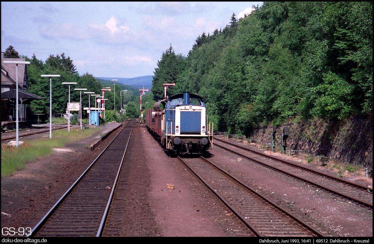 http://doku-des-alltags.de/StreckenundBahnhoefe/Marburg-Siegen/Film%205/01%20212%20060%20Dahlbruch.jpg