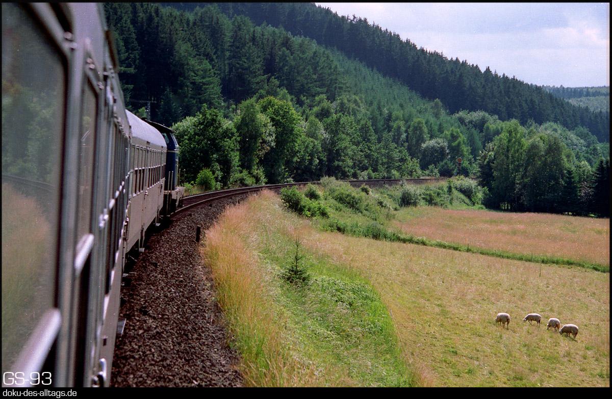 http://doku-des-alltags.de/StreckenundBahnhoefe/Marburg-Siegen/Film%205/02%20vorFerndorf.jpg