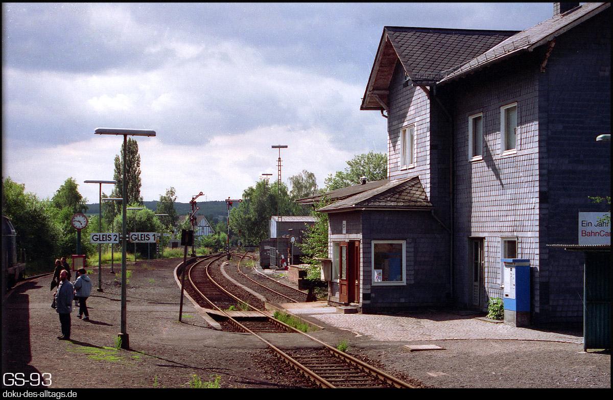 http://doku-des-alltags.de/StreckenundBahnhoefe/Marburg-Siegen/Film%205/03%20Ferndorf.jpg