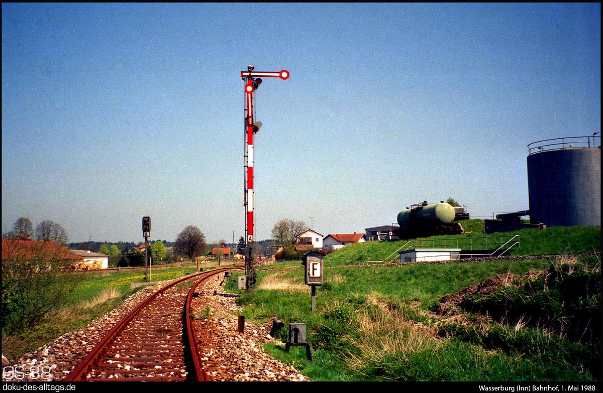 https://doku-des-alltags.de/BDMuenchen/Ebersberg-Wasserburg/880501%20Data/21%20Wasserburg%20Bf.jpg